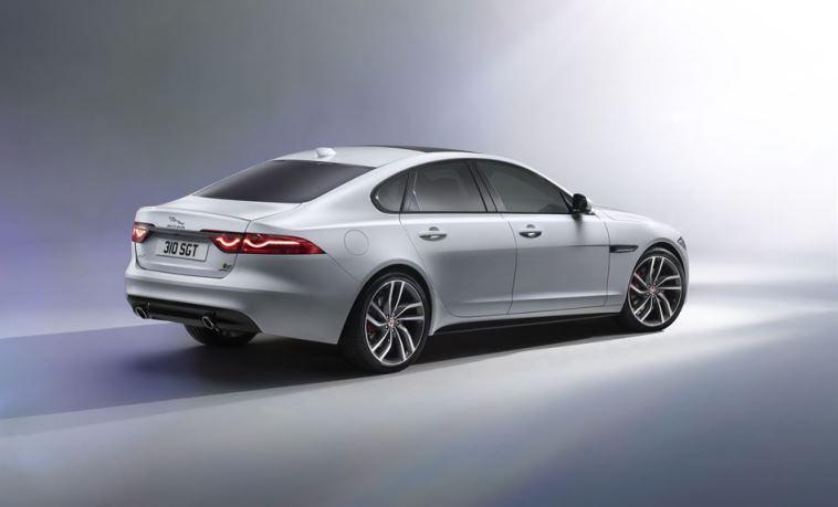 noul Jaguar XF exterior spate